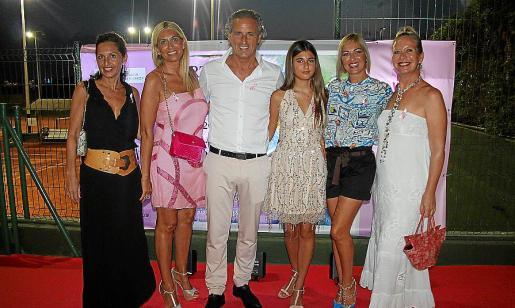 Mercedes Córdoba, Raquel Iscar, Carly y Nanette Mora, Indira Brunot y Abigail Stisin.