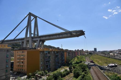 Vista de los restos del puente Morandi, que se derrumbó en Génova (Italia).