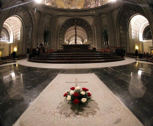 La tumba del dictador Francisco Franco, en el interior de la basílica del Valle de los Caídos.