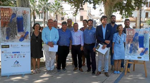Representantes de los Antics Blauets, del Consell, Bankia y del Ajuntament d'Inca, durante la presentación del acto.
