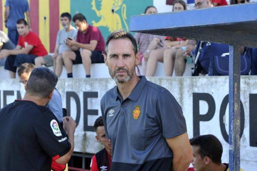 Vicente Moreno, técnico del Mallorca, durante un reciente partido del conjunto bemellón