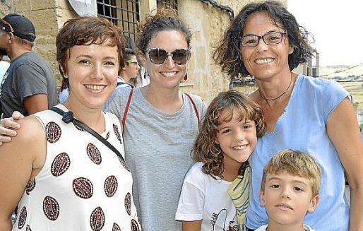 Blanca Ochogavía, Antònia Mayol, Xesca Gomila, Mercè Martín y Albert Bauçà.
