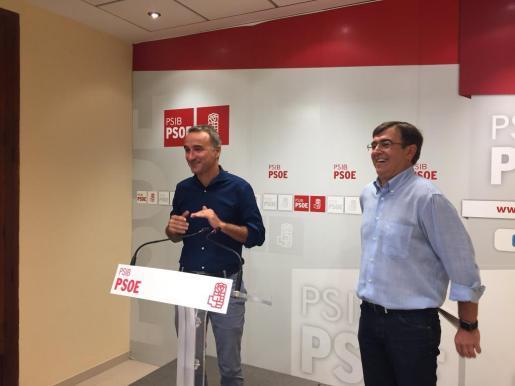 Pons (i) y Antich, en la sede de los socialistas baleares.