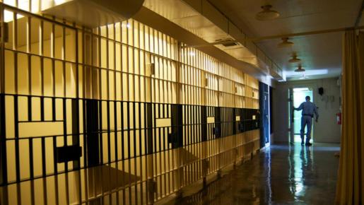 Imagen de un corredor de la muerte de una prisión de Estados Unidos.