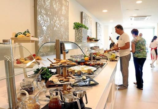 El proyecto de ley obliga a hoteleros y restauradores a entregar en un 'tupper' la comida que le haya sobrado al cliente, siempre que la oferta no fuera de bufet o menú colectivo.