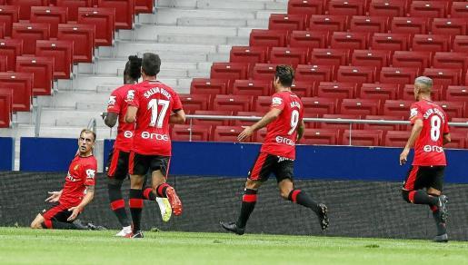 Carlos Castro, Lago, Salva Ruiz, Abdón y Salva Sevilla celebran el gol marcado por el asturiano el pasado lunes en el Wanda Metropolitano.