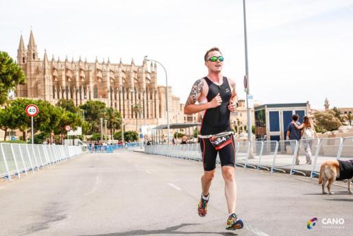 Los participantes en el Santander Triathlon Series están citados este domingo a las 09.00 horas en el Camí de l'Escollera.