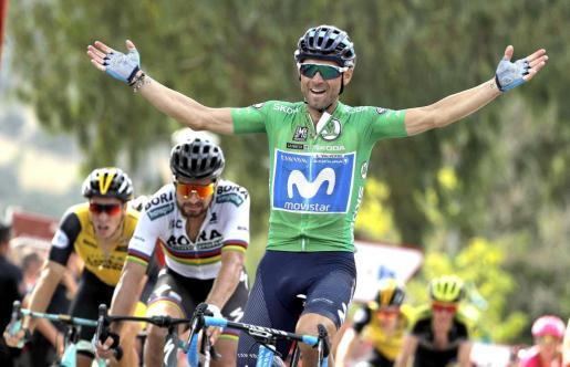 El español Alejandro Valverde (Movistar) se ha impuesto en la octava etapa de la Vuelta disputada entre Linares y Almadén, de 195,1 kilómetros, en la que el francés Rudy Molard (Groupama) conservó el maillot rojo de líder.