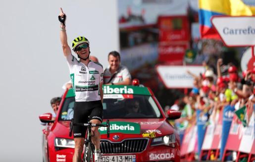 El estadounidense Benjamin King (Dimension Data) se ha impuesto en solitario en la novena etapa de la Vuelta disputada entre Talavera de la Reina y La Covatilla, de 200.8 kilómetros.