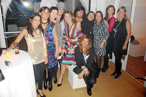 Neus Company, Mar Fiol, Mónica Márquez, Sandra Llabrés, Mari Nova, Conchi Villamil, Bere Medina, Cristina Graupera, Xisca Bosch e Isabel Alemany con Gema Muñoz.