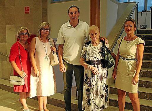Maribel Munar, Ana Mari Rumbo, Toni Massó, Margalida Bennàssar y Maria Català.