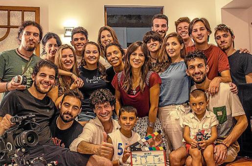Foto de 'familia' del rodaje del corto 'Mamá', de Marcos Callejo.