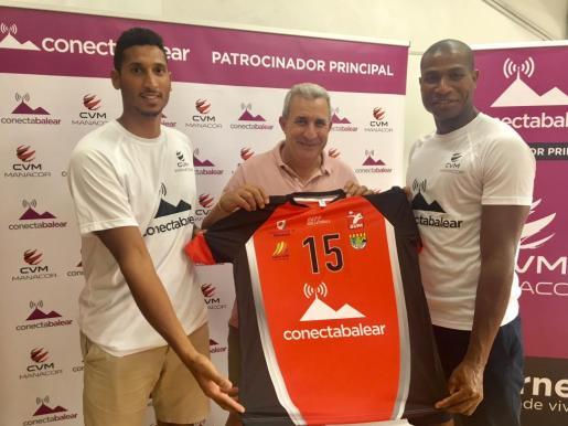 Rivera, el presidente Mesquida y Chourio durante la rueda de prensa qeu ofreció el club de Manacor.