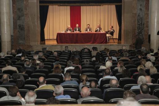 Imagen de la reunión que los Copropietarios del Lluís Sitjar mantuvieron el pasado mes de mayo.