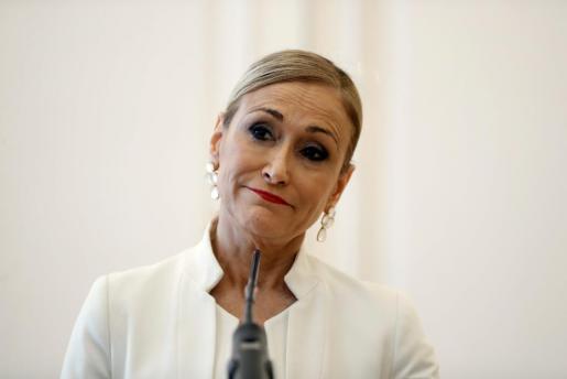 Cristina Cifuentes durante la rueda de prensa que ofreció para anunciar su dimisión como presidenta de la Comunidad de Madrid.
