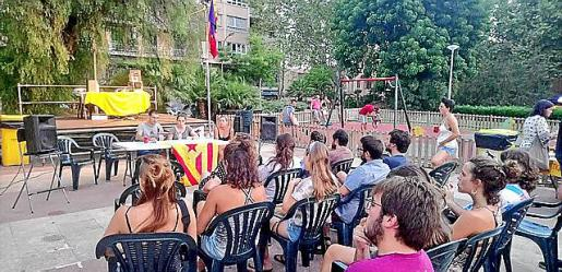 El colectivo independentista Arran critica la intervención policial.