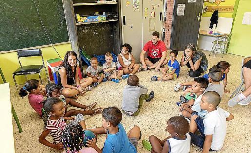 Escolares que reciben apoyo del programa CaixaProinfancia.