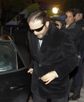 El hermano de Miguel Carcaño, Francisco Javier Delgado, a la llegada hoy a la Audiencia de Sevilla en donde continúa el juicio por la violación y muerte de la joven sevillana Marta del Castillo.