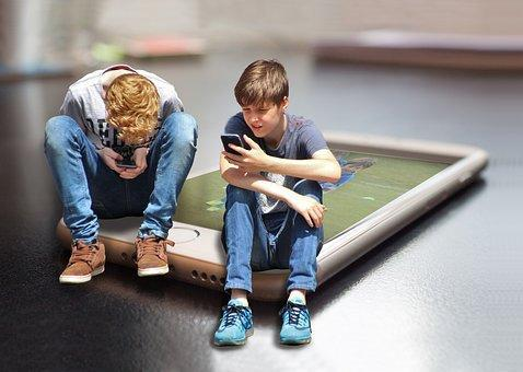 En España, el 25% de los niños y niñas de 10 años utiliza un teléfono móvil.