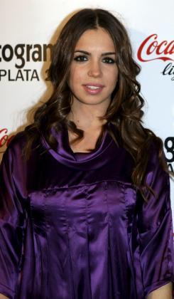 La hija de Lolita lleva varios meses saliendo con un chico cubano.