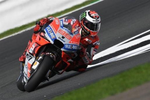 Lorenzo vuela por la pole en Misano y Viñales saldrá tercero.