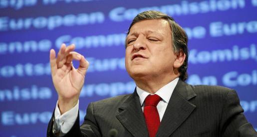 El presidente de la Comisión Europea, Jose Manuel Durao Barroso, gesticula durante la rueda de prensa celebrada ayer en Bruselas.