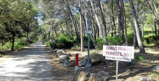 La propuesta presentada por el Consell pretende garantizar el derecho de paso a los senderistas.
