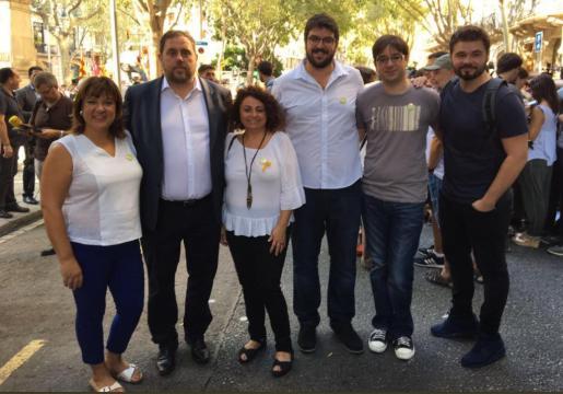 El jefe de gabinete de la Vicepresidencia del Govern, acompañado de varios compañeros de partido junto a Oriol Junqueras en la celebración de la pasada Diada de Cataluña.