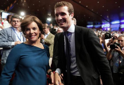 Soraya Sáenz de Santamaría junto a líder del PP, Pablo Casado.