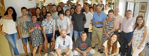 Merienda de despedida del grupo de becarios y de los compañeros Guillem Picó (Sucesos) y Julián Serrano (Digital), ahora en excedencia.
