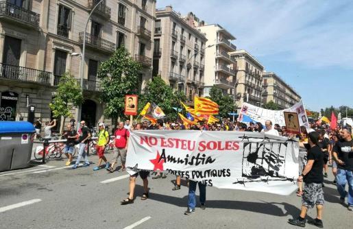La manifestación ha sido custodiada por los Mossos d'Esquadra.