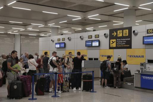 Imagen del mostrador de facturación de Ryanair del aeropuerto de Palma.