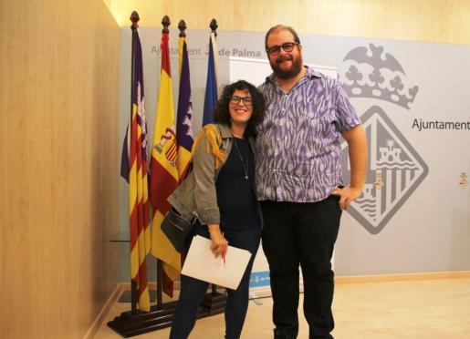 La regidora de Participació Ciutadana i Coordinació Territorial, Eva Frade, y el representant de asesoría musical Rata Cultura Expandida, Miquel Ferrer.