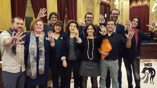 Imagen de la aprobación de la Oficina Anticorrupción. Montaje de Més en las redes sociales para mostrar su acuerdo con la oficina.
