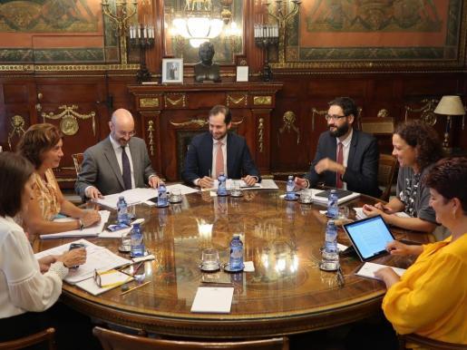 Momento de la reunión en Madrid entre representantes del Ministerio de Hacienda y de la Conselleria d'Hisenda i Administracions Públiques.