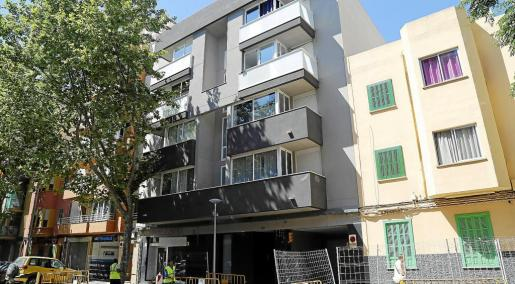 Las entradas en pisos vacíos se han convertido en habituales sobre todo desde el estallido de la crisis inmobiliaria. En la imagen, viviendas ocupadas en la calle Reyes Católicos de Palma.