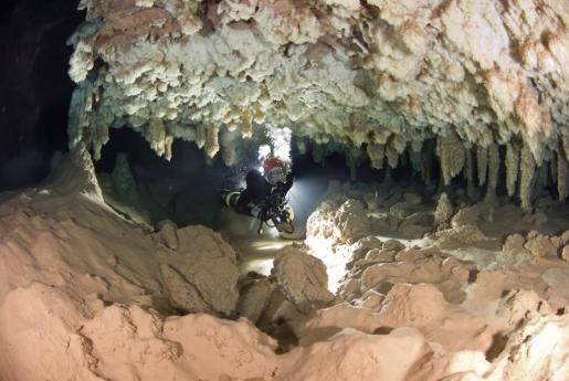 El grupo de investigación en Ciencias de la Tierra de la Universitat de les Illes Balears ha publicado un artículo en el que aseguran que las cuevas de Mallorca han puesto al descubierto el nivel del mar en el Mediterráneo occidental.