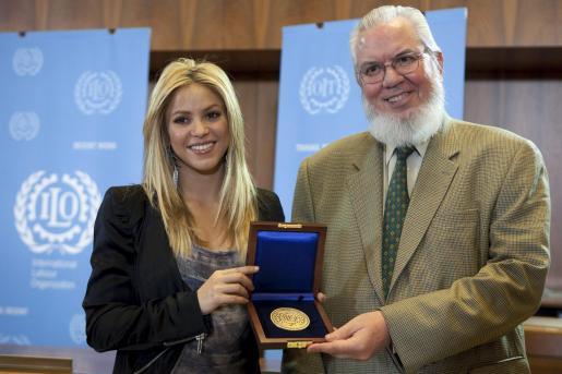 La cantante recibió la medalla en la sede de la OIT en Ginebra.