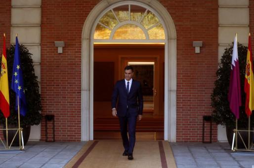 El presidente del Gobierno, Pedro Sánchez, a la entrada del Palacio de La Moncloa.