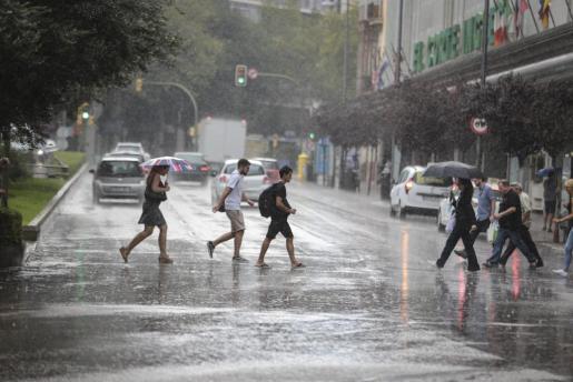 Lluvia en Palma en la zona del Corte Inglés de Avenidas.