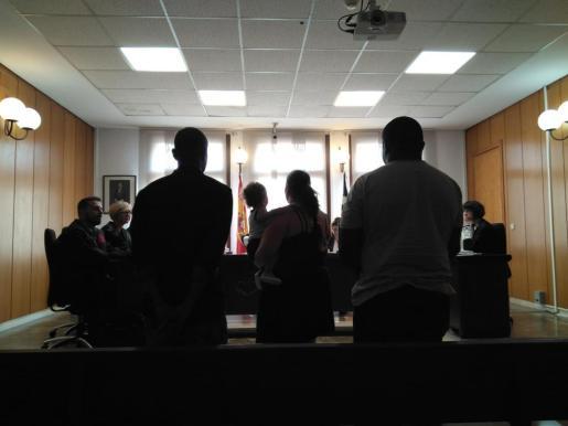 Los tres acusados, este viernes en los juzgados de Vía Alemania.
