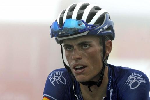 El corredor español del equipo Quick Step Enric Mas, durante la decimoséptima etapa de la Vuelta disputada entre Getxo y el Monte Oiz (Vizcaya), con un recorrido de 157 kilómetros.