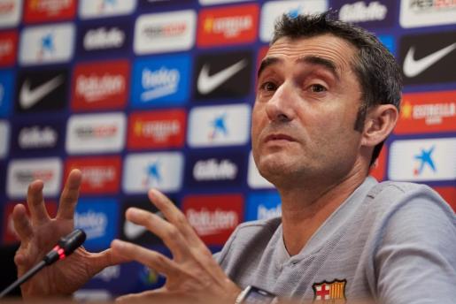 El entrenador del Barcelona, Ernesto Valverde, durante la rueda de prensa tras el entrenamiento del equipo en la ciudad deportiva Joan Gamper.