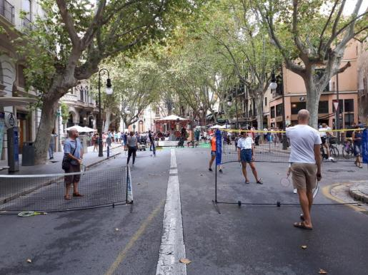 Imagen de las actividades realizadas la mañana del sábado en el Carrer de la Unió, con motivo de la Semana de la Movilidad.