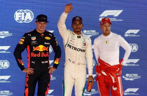 Hamilton logra la 'pole' en Marina Bay.