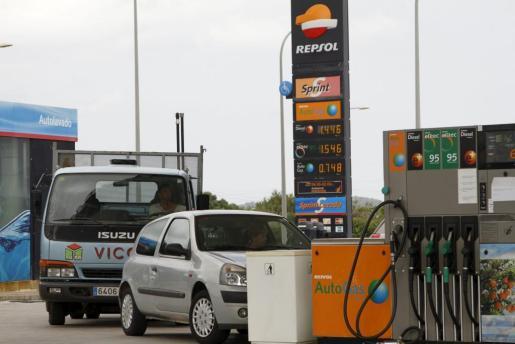 Imagen de una gasolinera Repsol.