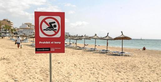 El baño ha estado prohibido durante algunos días este verano en Ciutat Jardí por vertidos de aguas fecales.