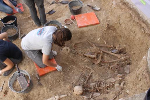 La exhumación de la fosa de Porreres saca a la luz los primeros restos de las víctimas de republicanos de la Guerra Civil.