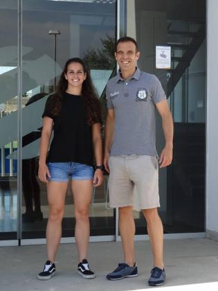 La mallorquina Amy Peñalver, árbitro de la Primera División femenina y Javi Martín, asistente en la máxima categoría.