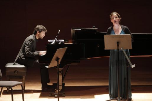 La soprano Maia Planas y el pianista Magi Garcías durante el concierto.